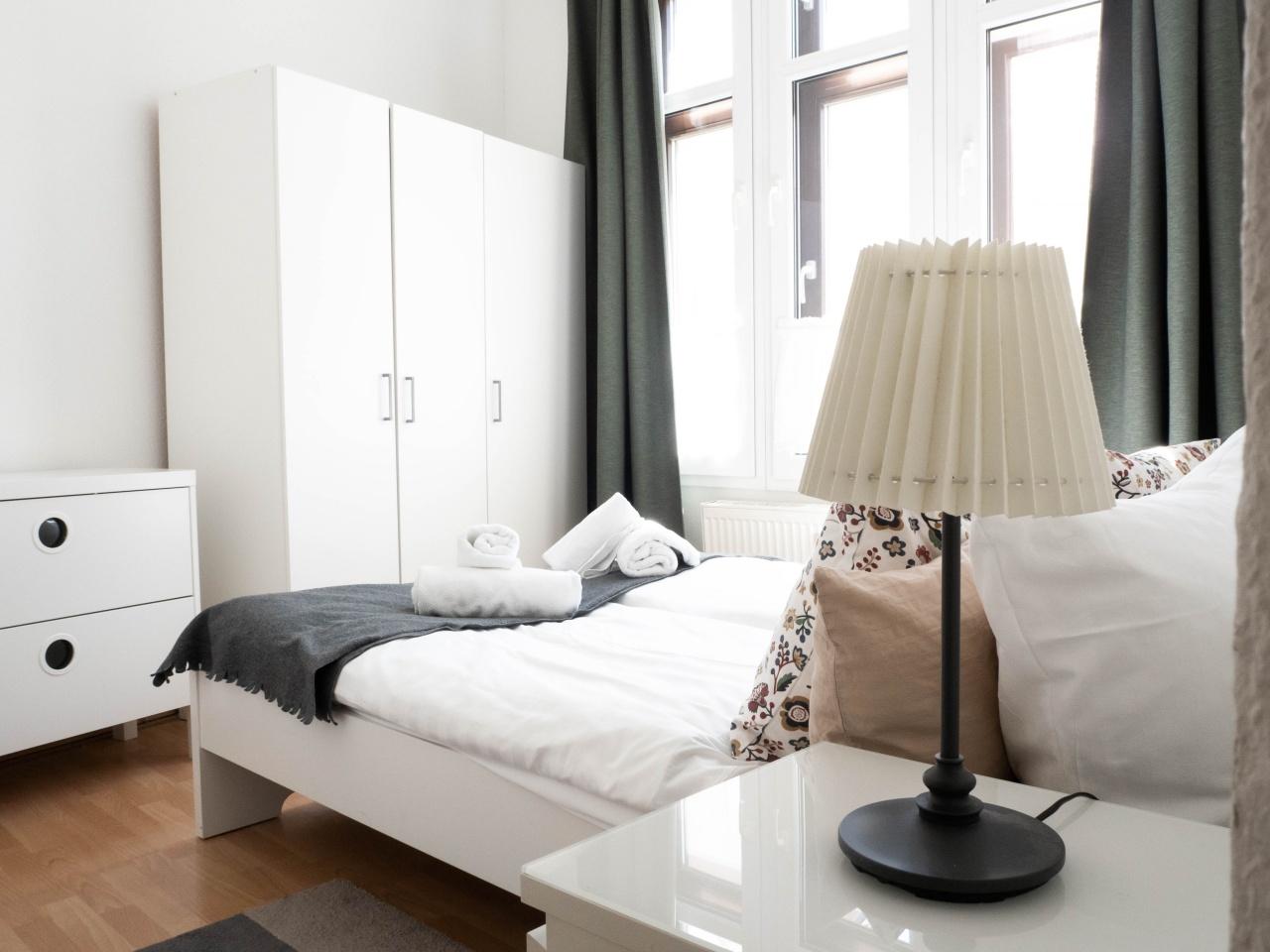 Schlafzimmer im größeren Appartment